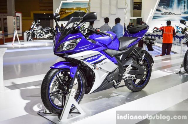 Yamaha YZF R15 Revving Blue